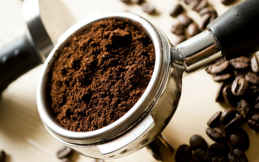 Świeżo wypalane ziarna kawy